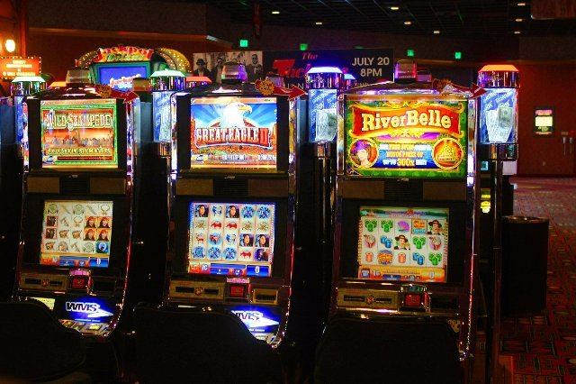Играть онлайн в казино Фараон