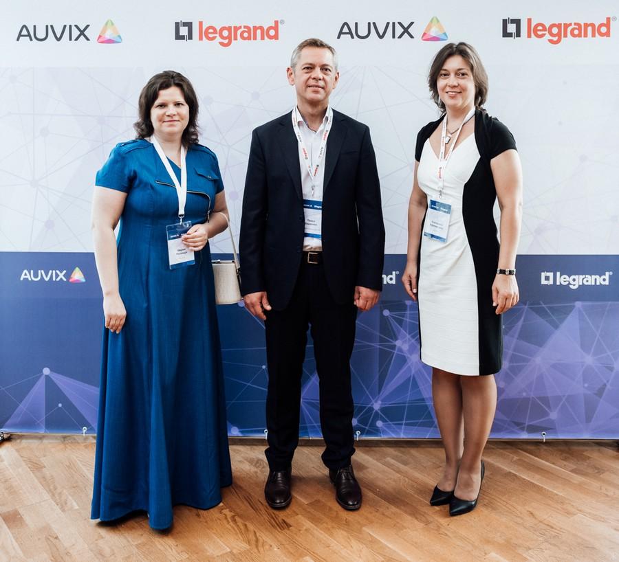 Legrand и AUVIX