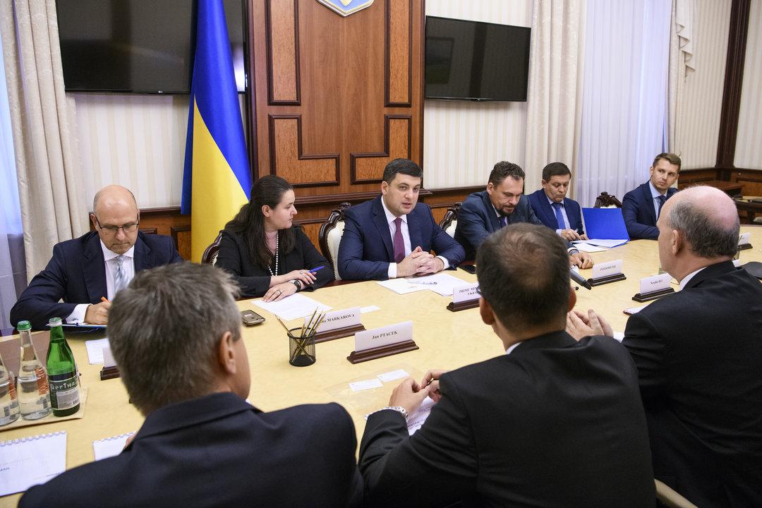 """Гройсман нацелился на создание в Украине """"хаба автомобилестроения"""""""
