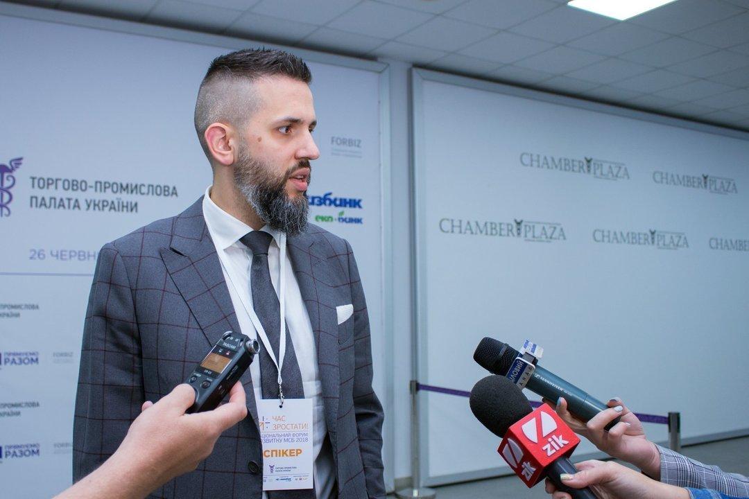 Кабмин внес изменения в процедуру трудоустройства иностранцев