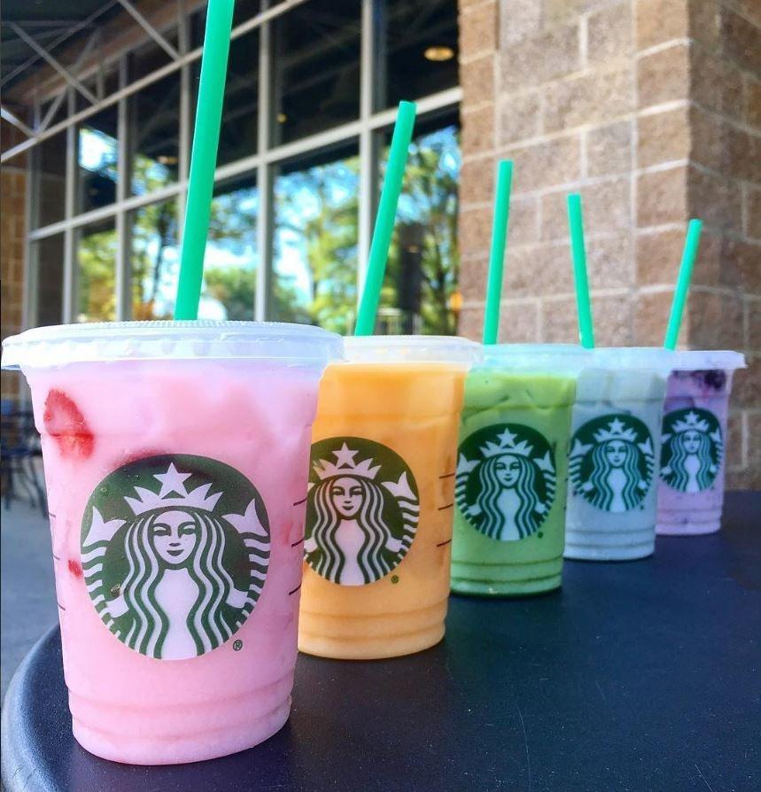 Starbucks отказывается от пластиковых соломинок