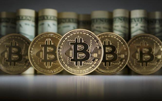 Биткойн торгуется ниже $6,7 тыс. за монету