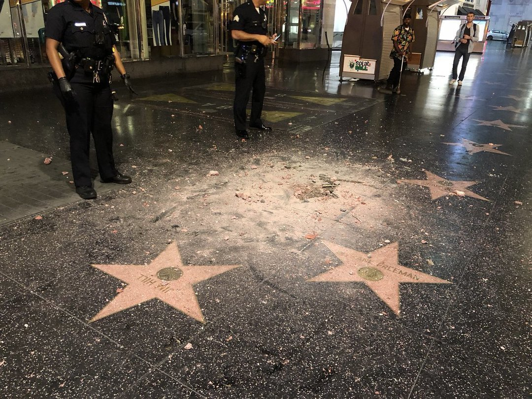 Голливуд предлагает убрать звезду Трампа с Аллеи Славы