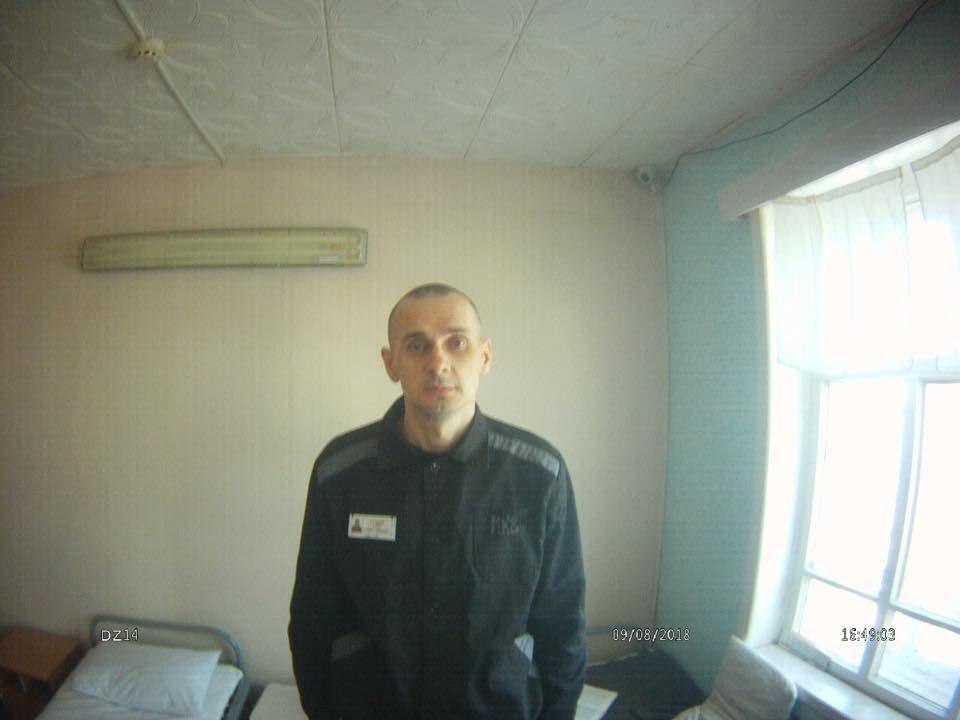 Олег Сенцов голодает уже 100 дней. Что нужно об этом помнить