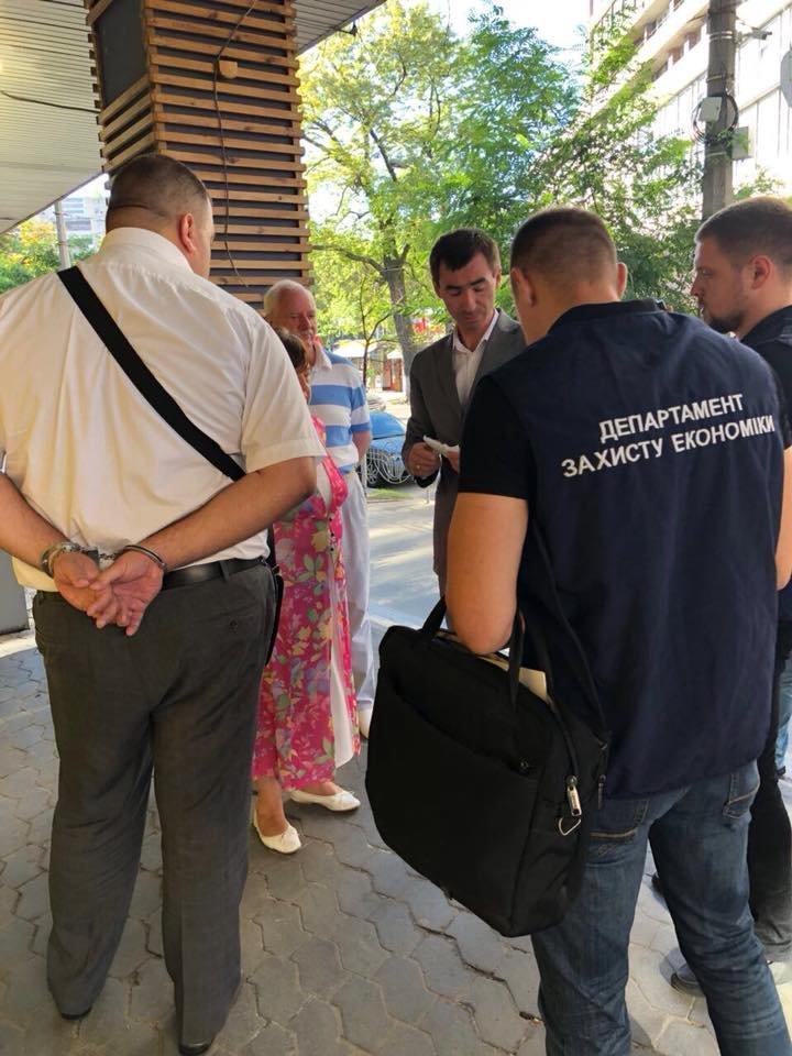 Прокуроры поймали на взятке начальника департамента ГФС