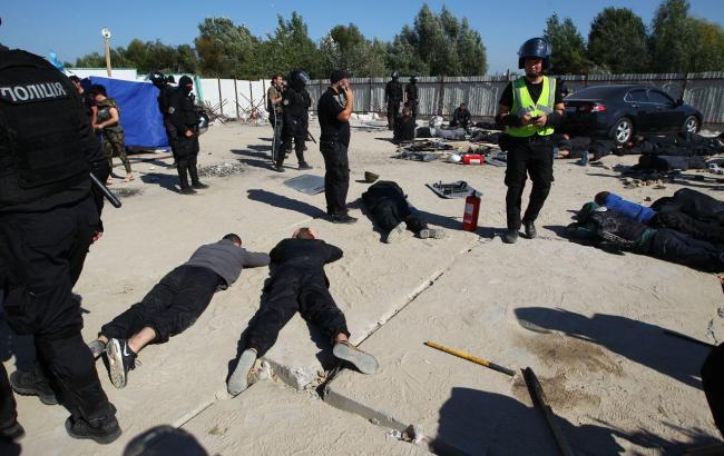 На месте скандальной застройки на Осокорках задержаны около 40 человек (фото)