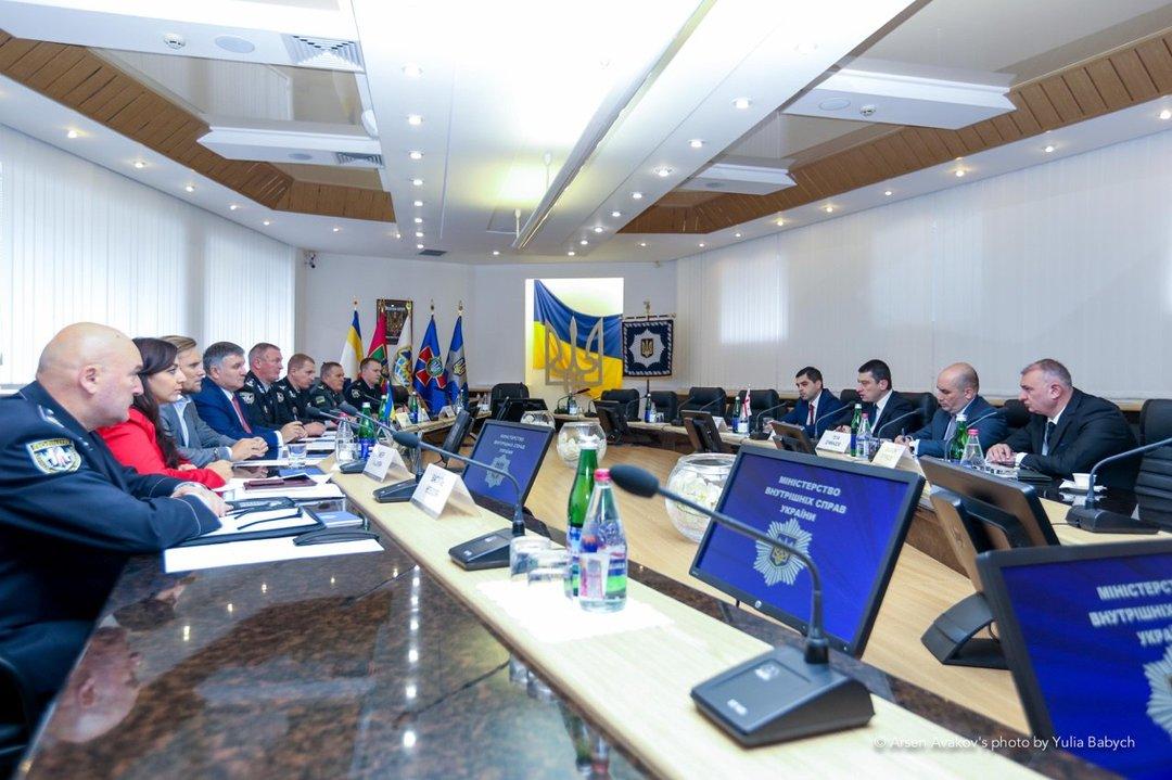"""Украина и Грузия будут сотрудничать в борьбе с """"ворами в законе"""""""