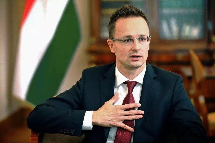 Венгрия выступила против автоматического продления санкций в отношении России