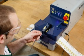 Установка Brady для маркировки кабелей