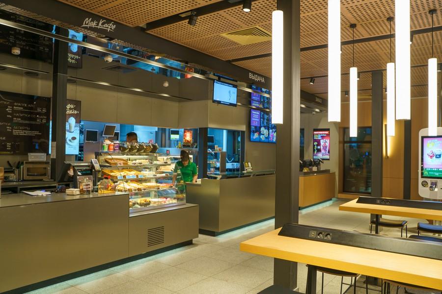 Умный свет Philips появился в «Макдоналдсе» на Шаболовке в Москве