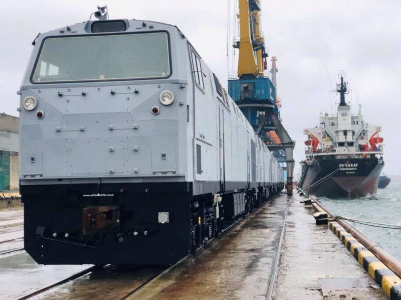 Еще 5 локомотивов General Electricприбыли в Украину