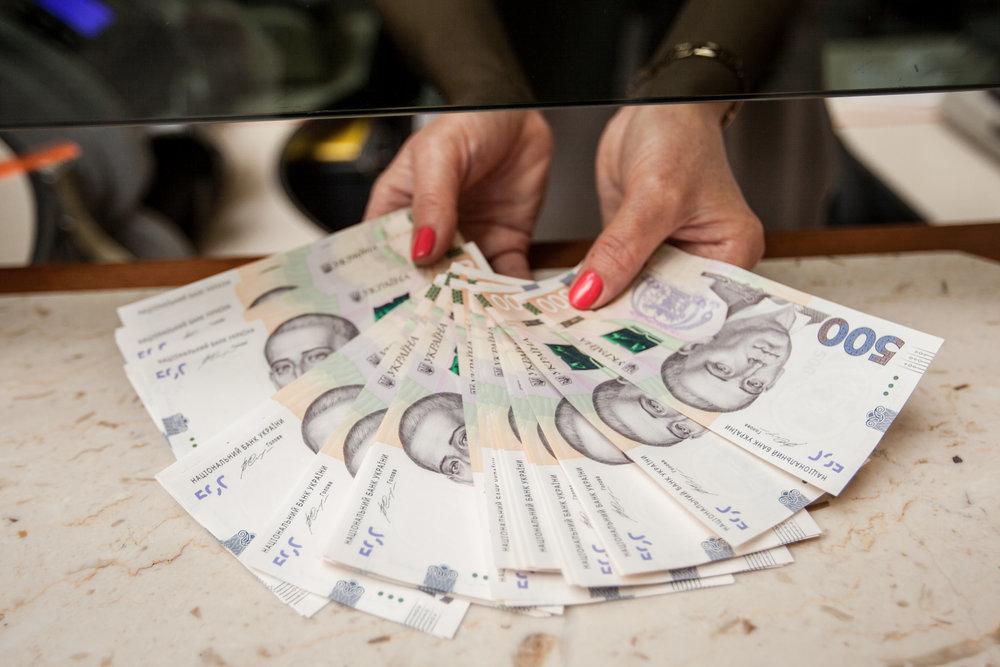 Кабмин предложил регрессивную шкалу выплаты ЕСВ для зарплат более 104 тыс. грн
