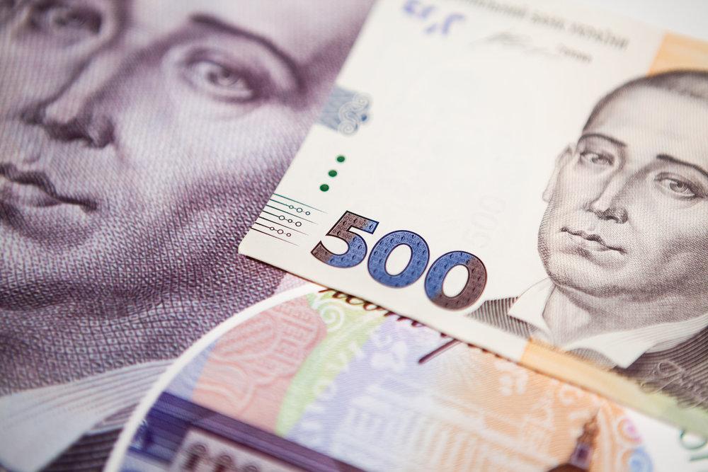 Как военное положение повлияет на курс гривни — мнение банкиров