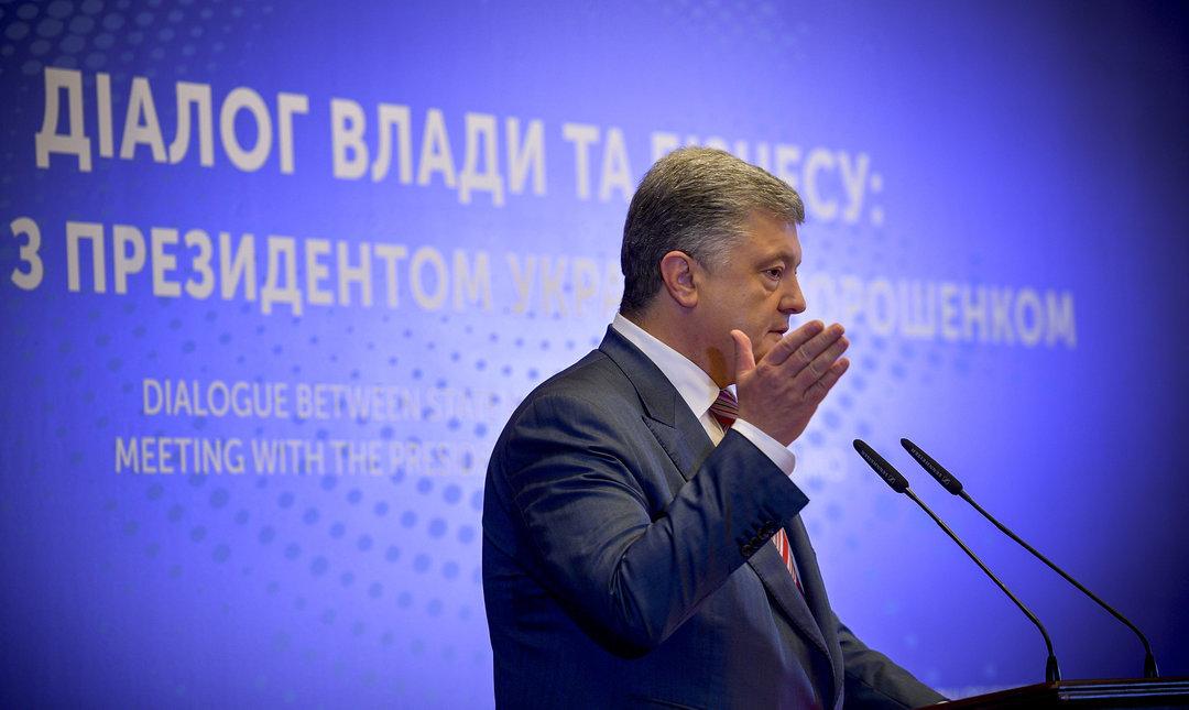 """Ниже налоги, меньше давления силовиков и борьба с """"тенью"""": что пообещал Порошенко"""
