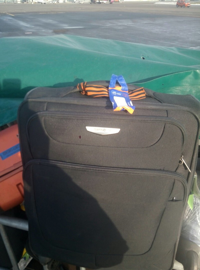 В аэропорту Киева не пропустили россиянина с георгиевской ленточкой на чемодане