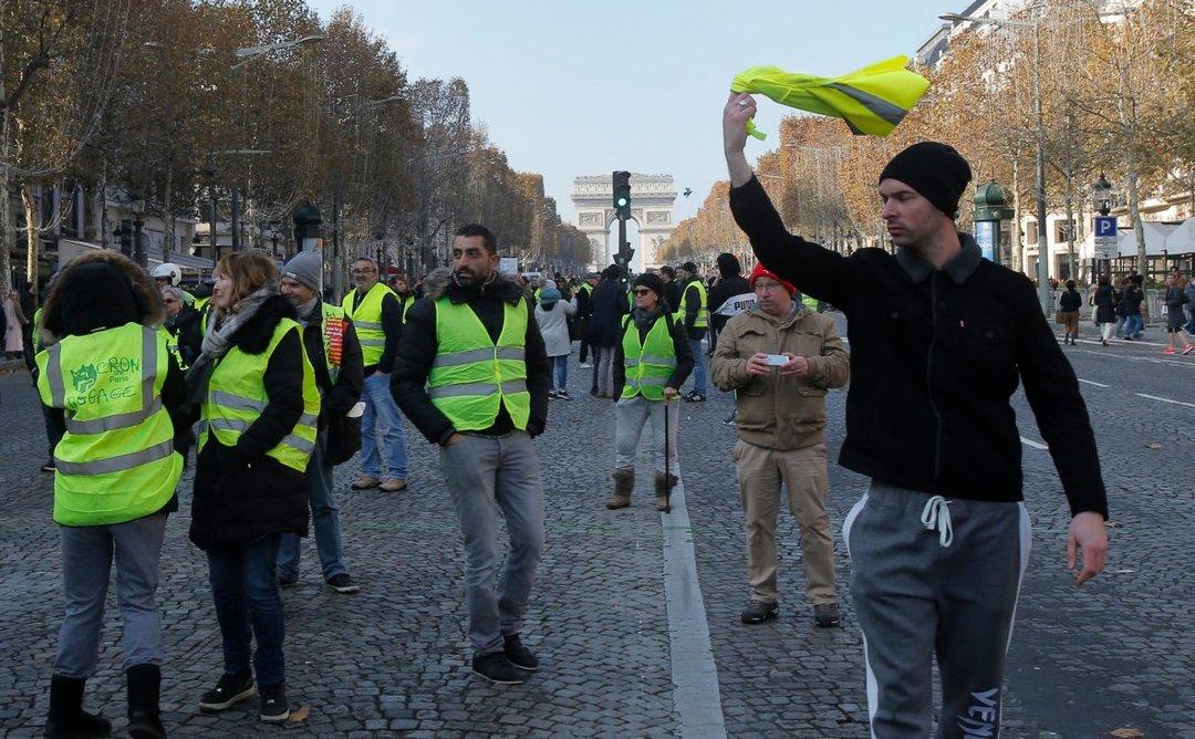 В ходе протестов во Франции погиб человек, 47 ранены