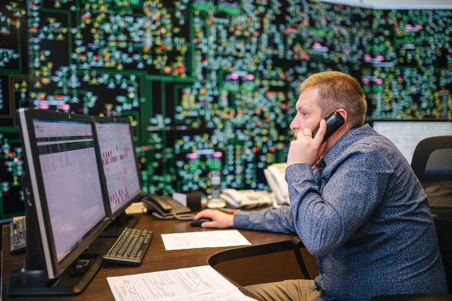 Диспетчеры ПАО «МРСК Северо-Запада» смогут отслеживать работу подстанций основной сети онлайн