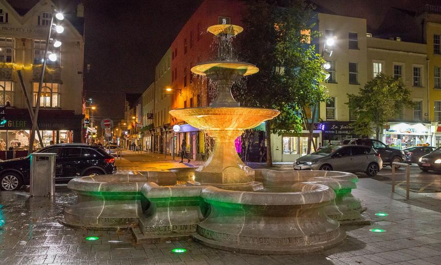 Проект освещения фонтана Berwick реализован на основе использования световых приборов компании GRIVEN