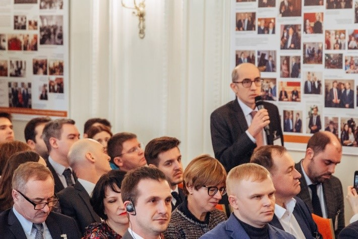 Ален Десессард задает вопрос Денис Мантурову