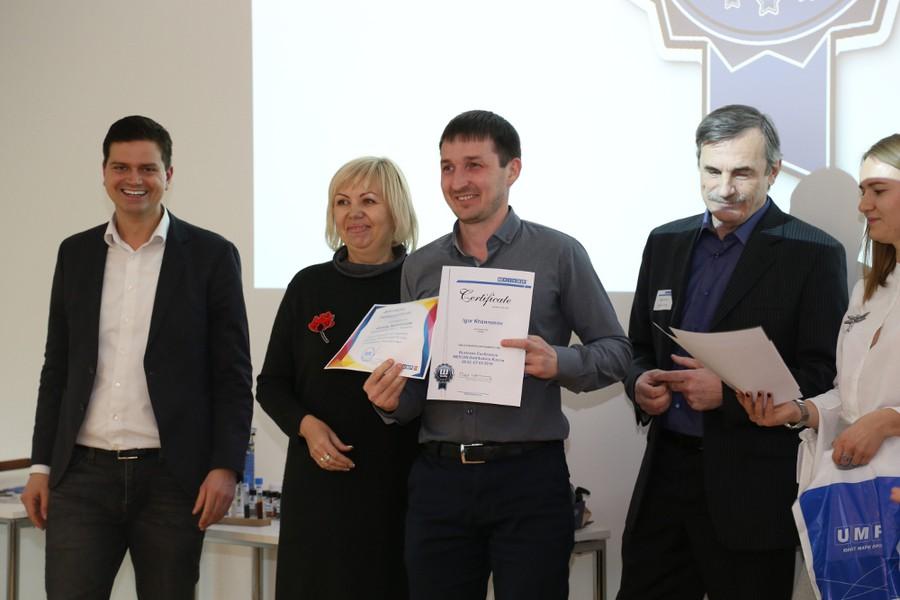 Представители WEICON хотели лично поздравить и наградить лучших из лучших.