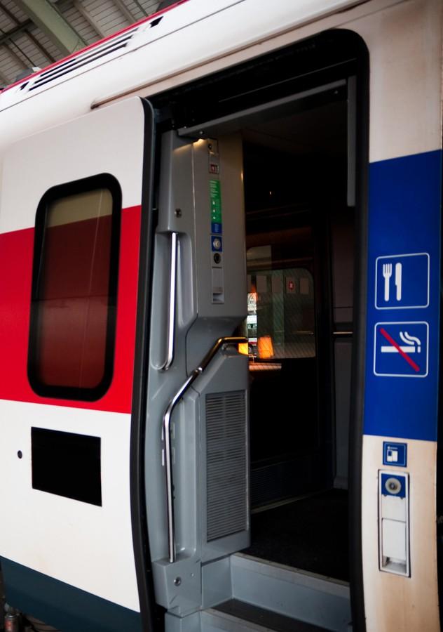 Han® 1A подходит для передачи электропитания к приводам дверей и входным системам