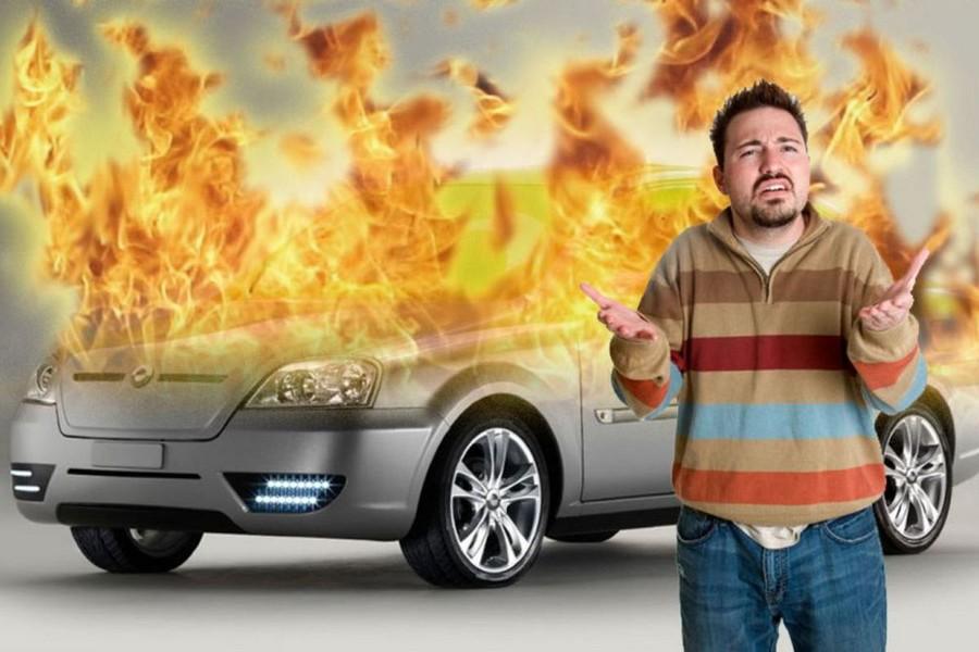 E-мобиль, у которого произошло возгорание аккумуляторной батареи практически невозможно потушить силами автовладельца