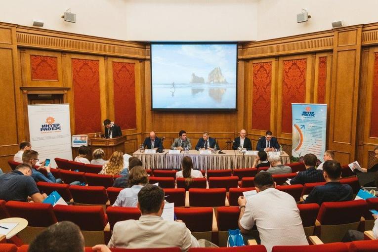 Выступления спикеров с тематическими докладами во время проведения Дня поставщика «Интер РАО»