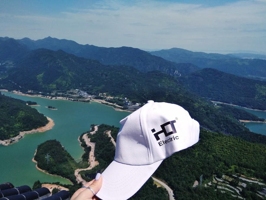 Несмотря на плотный рабочий график, гости сумели найти время для путешествия в горы и «покорили» одну из самых известных гор на территории Китая