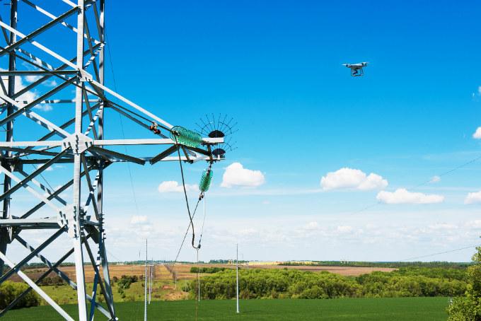 Осмотры ЛЭП специалисты Белгородэнерго проводят с помощью беспилотных летательных аппаратов
