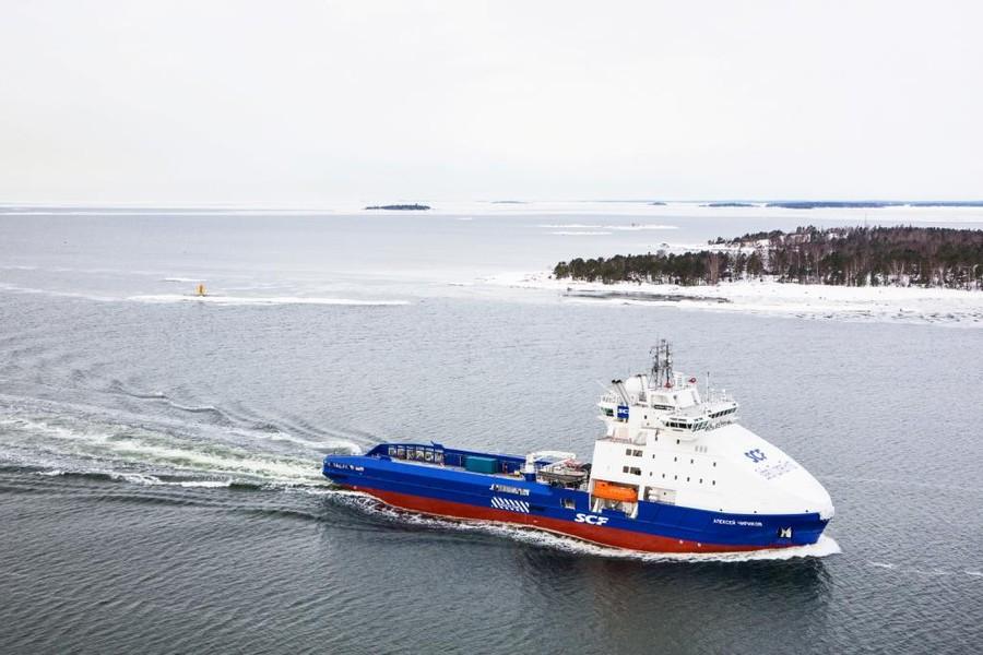 Ледокольное судно снабжения морских платформ -Алексей Чириков- с системой RDS на проекте -Сахалин-1- в Охотском море