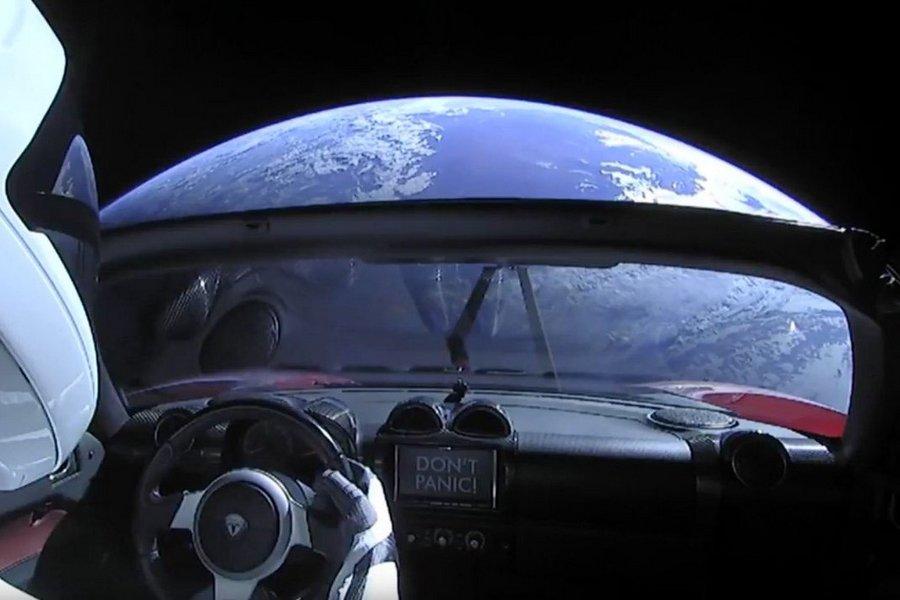 Tesla и Starmen продолжают исследовать Солнечную систему