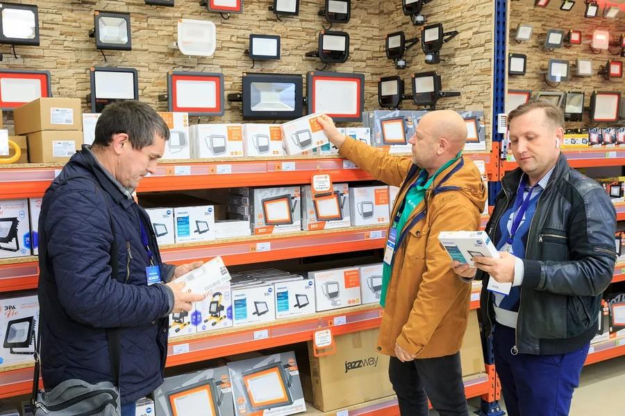 В инженерном гипермаркете «ЭлектроМИР» свою продукцию представили 20 компаний-производителей