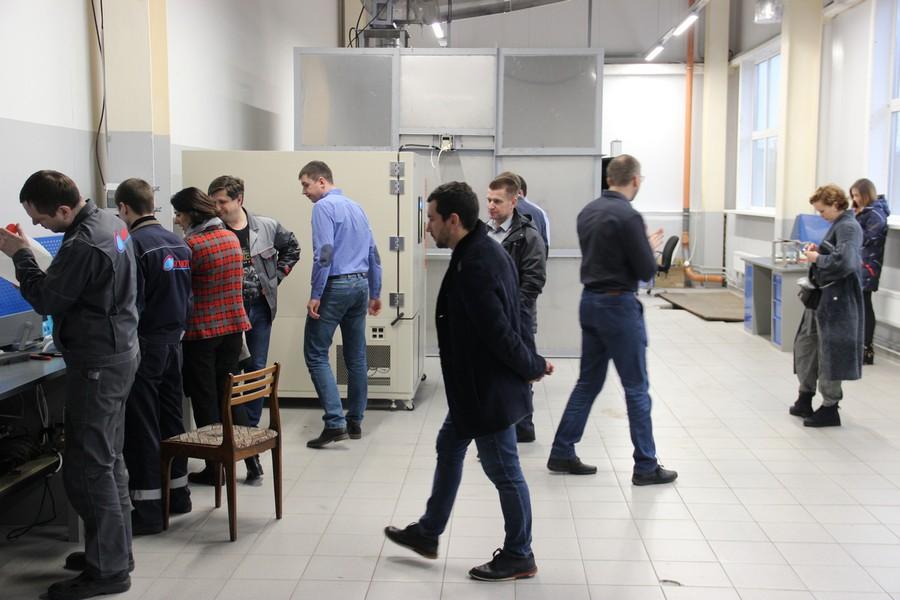 Ознакомление с техническим оснащением лаборатории